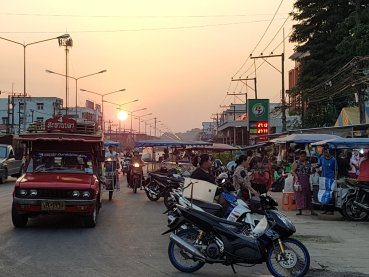 Glimpses of migrant life in Ranong: chaotic transport and market life