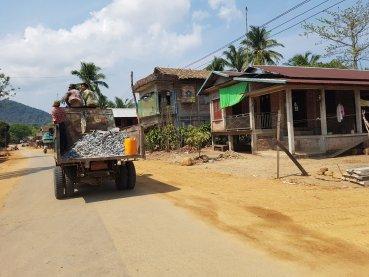 Roadside scenes: road building